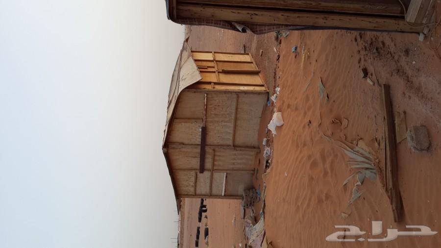 غرف خشبيه عدد 7 وخيمه البيرق وحمامين خشب للبيع